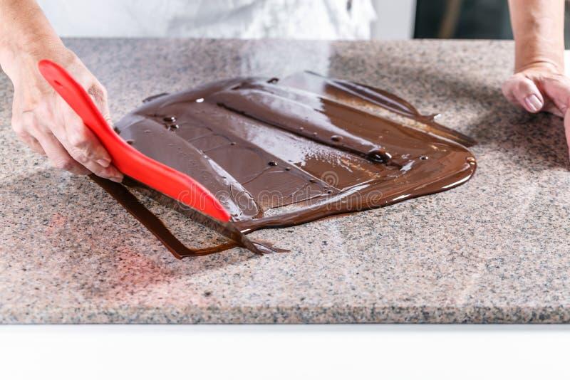 Λεκιάζοντας λειωμένη σοκολάτα στοκ εικόνες