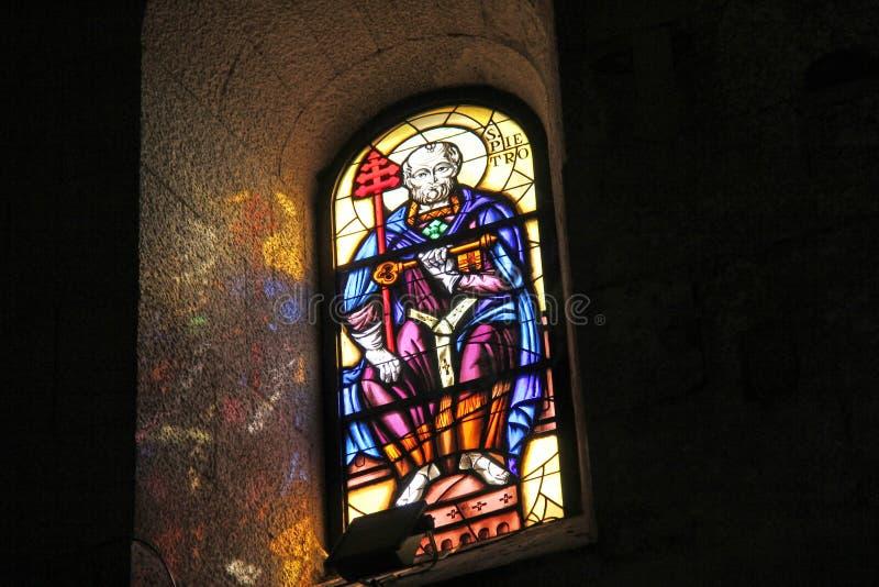 Λεκιασμένο γυαλί με την εικόνα του ιερού στο ναό ή την εκκλησία Νησί της Σικελίας, πόλη των Συρακουσών, Ιταλία στοκ εικόνα με δικαίωμα ελεύθερης χρήσης
