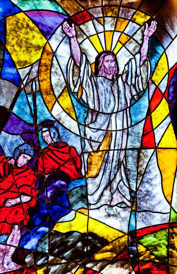 Λεκιασμένο γυαλί που εμφανίζει αναζοωγόνηση του Ιησού στοκ εικόνα