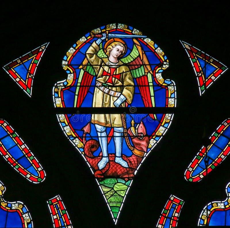 Λεκιασμένο γυαλί - Άγιος Michael το Dragonslayer στοκ εικόνα με δικαίωμα ελεύθερης χρήσης