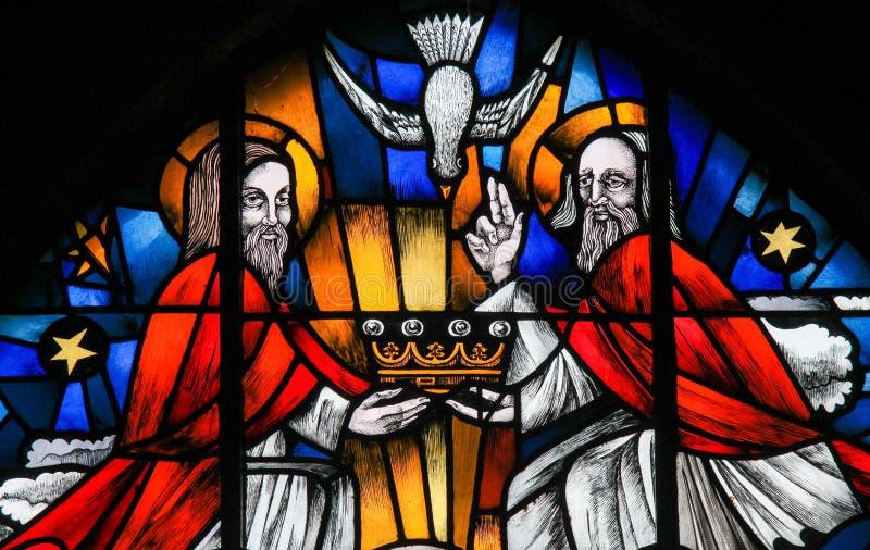 Λεκιασμένο γυαλί - η ιερή τριάδα στοκ φωτογραφία με δικαίωμα ελεύθερης χρήσης