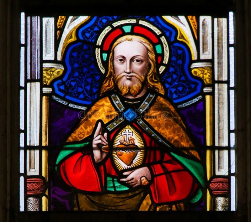 Λεκιασμένο γυαλί - Ιησούς Χριστός και η ιερή καρδιά στοκ φωτογραφίες