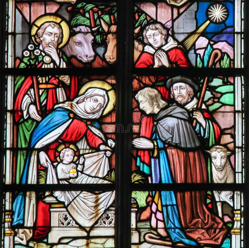 Λεκιασμένο γυαλί - σκηνή Nativity στα Χριστούγεννα στοκ εικόνες