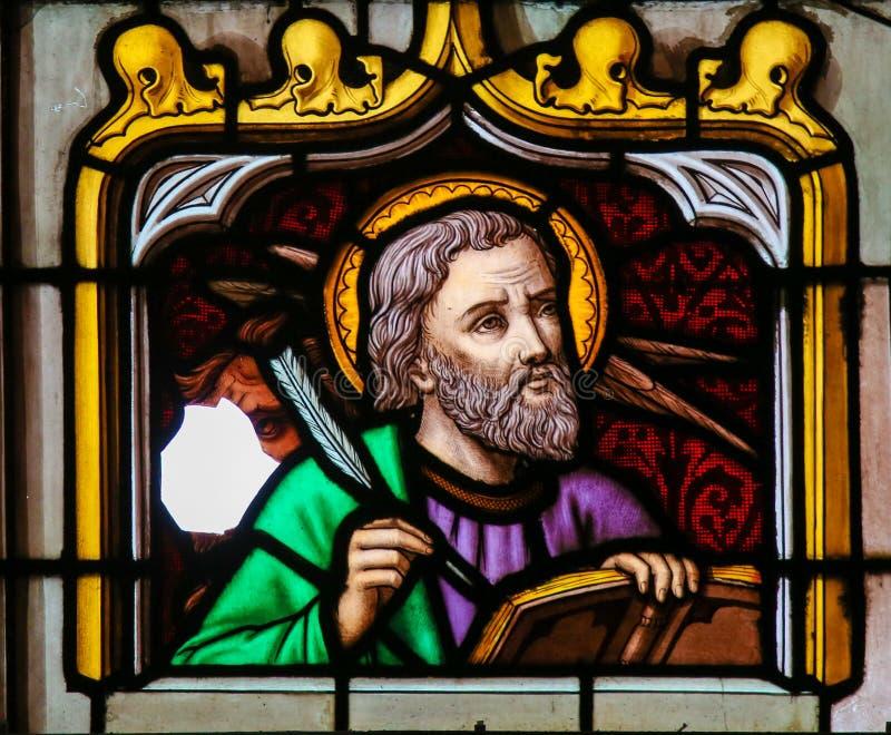 Λεκιασμένο γυαλί του σημαδιού του ST ο Ευαγγελιστής στοκ εικόνα