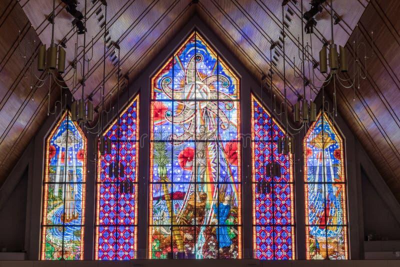 Λεκιασμένο μέτωπο παράθυρο γυαλιού του ιερού καθεδρικού ναού τριάδας στο Ώκλαντ στοκ εικόνες