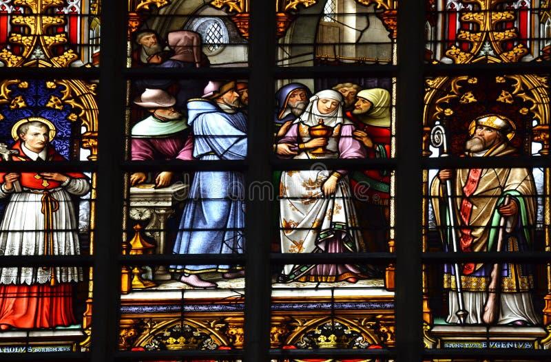 Λεκιασμένο παράθυρο γυαλιού στην παλαιά εκκλησία στο Βέλγιο στοκ εικόνες