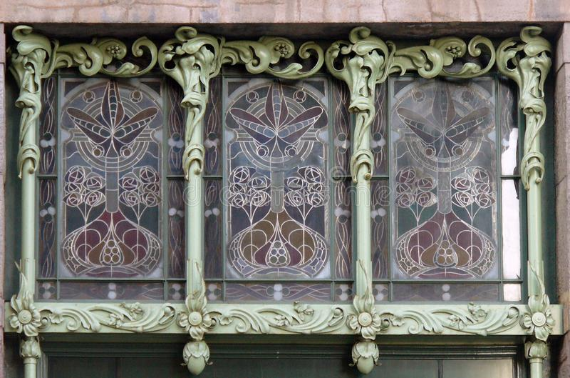 Λεκιασμένο παράθυρο γυαλιού στην τέχνη Nouveau στοκ φωτογραφία με δικαίωμα ελεύθερης χρήσης
