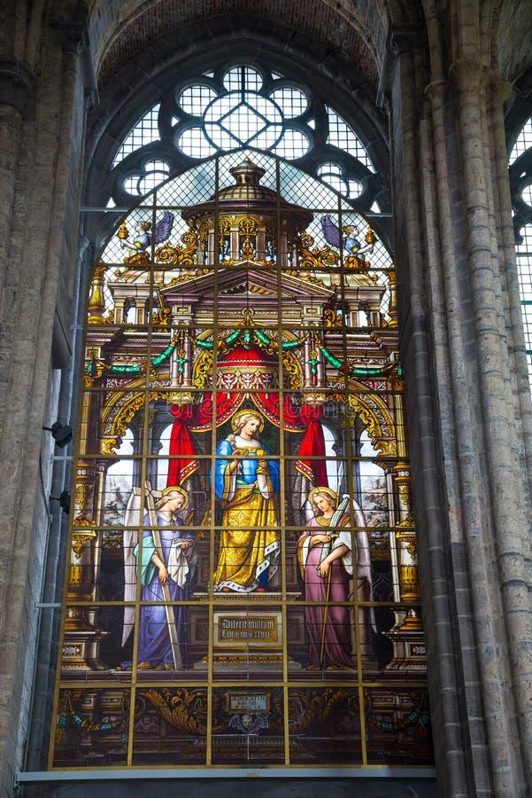 Λεκιασμένο παράθυρο γυαλιού της εκκλησίας Άγιου Βασίλη ` στη Γάνδη, Βέλγιο στοκ εικόνες