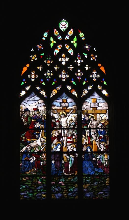 Λεκιασμένο παράθυρο Crucified Ιησούς Χριστός γυαλιού στοκ φωτογραφία με δικαίωμα ελεύθερης χρήσης
