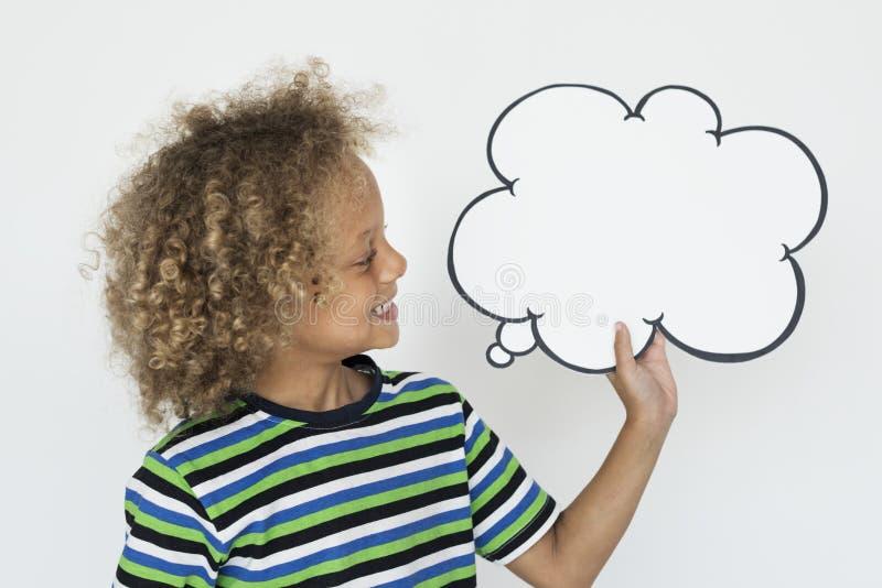 Λεκτική φυσαλίδα εκμετάλλευσης παιδάκι ευτυχής στοκ φωτογραφία