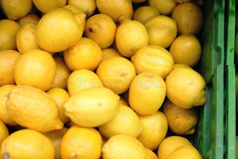 λεμόνια κιβωτίων στοκ εικόνες