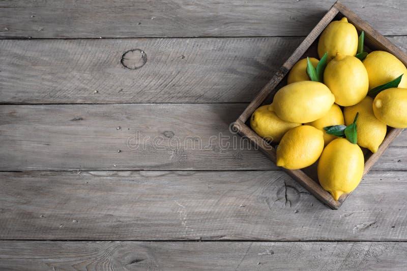 Λεμόνια στο κιβώτιο στοκ φωτογραφίες με δικαίωμα ελεύθερης χρήσης