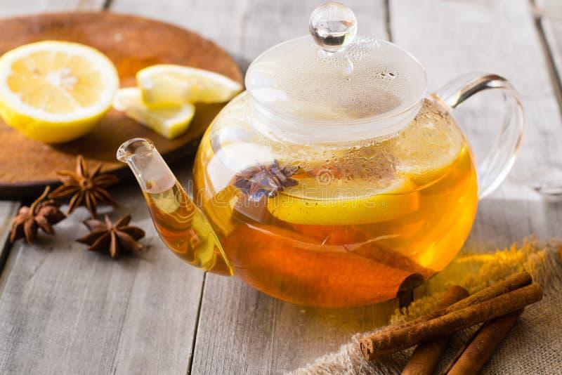Λεμόνι, κανέλα, τσάι γλυκάνισου αστεριών στοκ εικόνα με δικαίωμα ελεύθερης χρήσης