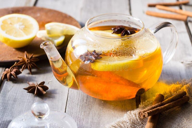 Λεμόνι, κανέλα, τσάι γλυκάνισου αστεριών στοκ εικόνες