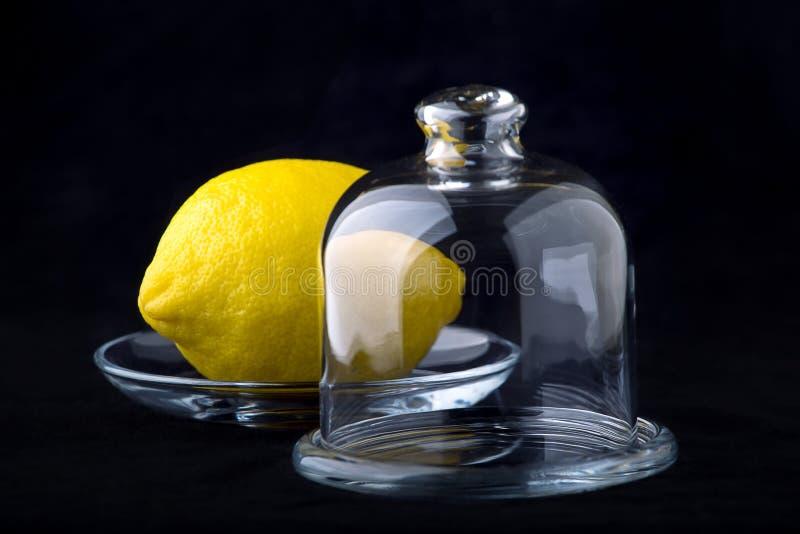 Λεμόνι σε ένα βάζο στοκ φωτογραφία με δικαίωμα ελεύθερης χρήσης