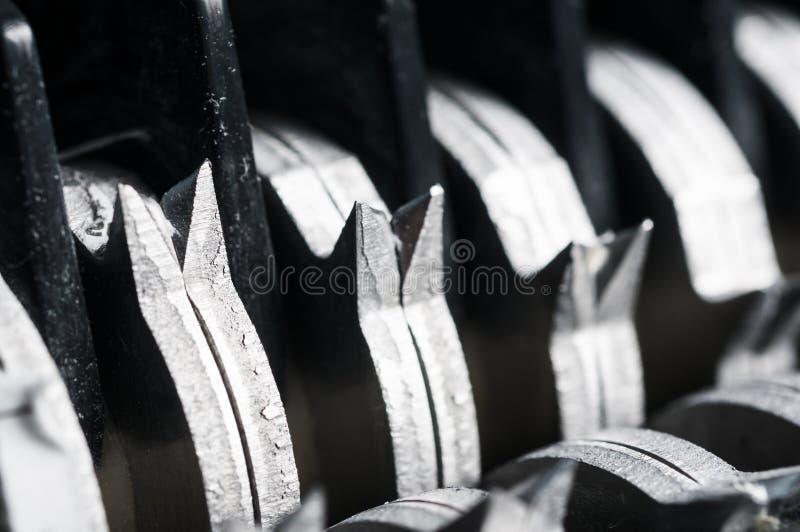Λεπίδες καταστροφέων εγγράφων εγγράφου στοκ φωτογραφία με δικαίωμα ελεύθερης χρήσης