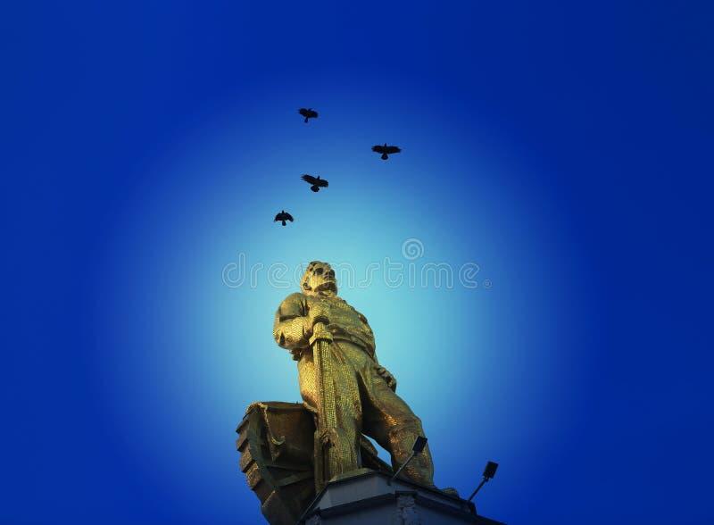 Λεπτή φωτογραφία του σοβιετικού αγάλματος του ατόμου στην πόλη της Μόσχας στοκ εικόνες
