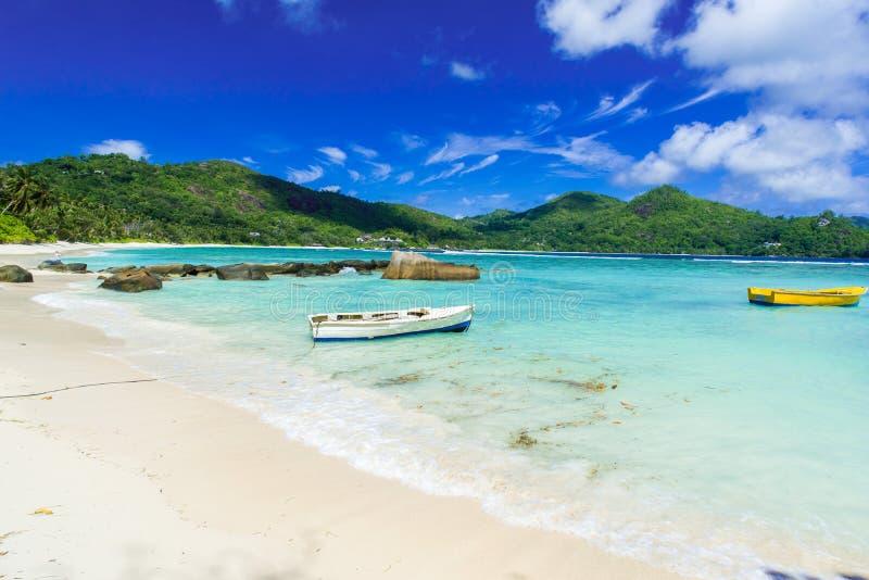 Λεπτοκαμωμένο Anse - όμορφη παραλία στο νησί Mahe, Σεϋχέλλες στοκ φωτογραφίες