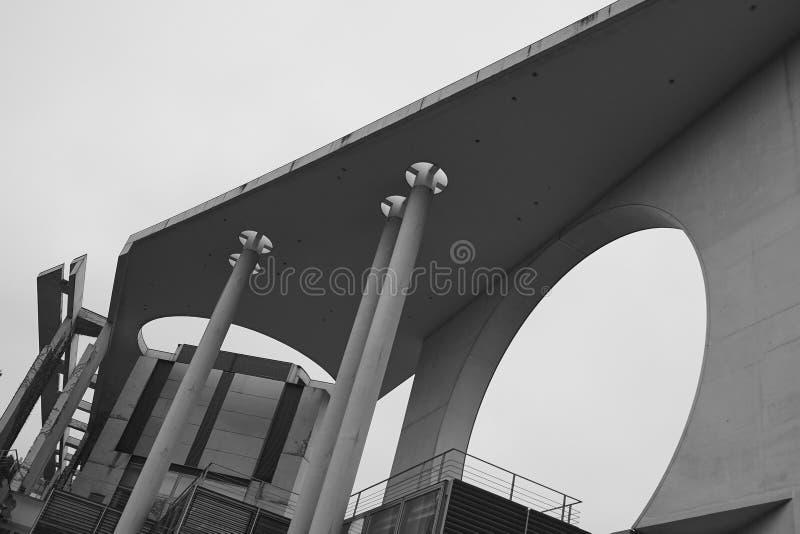 Λεπτομέρεια αρχιτεκτονικής της γερμανικής καγκελερίας, Bundeskanzleramt Βερολίνο στοκ φωτογραφίες