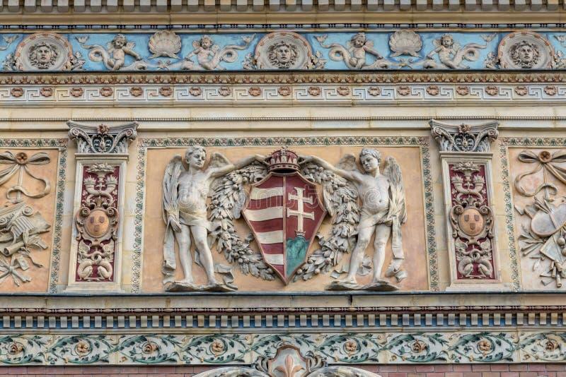 Λεπτομέρεια ασβεστοκονιάματος του παλατιού των τεχνών Kunsthalle Βουδαπέστη στο εκλεκτικός-νεοκλασσικό ύφος της Βουδαπέστης στοκ εικόνες