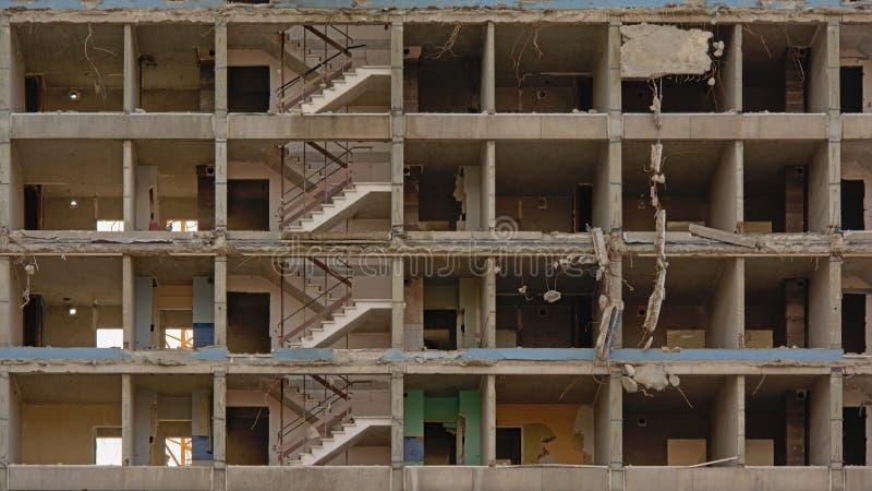 Λεπτομέρεια γδυμένο κάτω από τη πολυκατοικία στο neihgborhood rabot, Γάνδη στοκ εικόνα