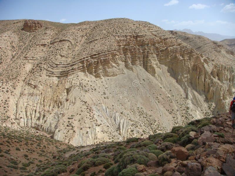 Λεπτομέρεια ενός βουνού από πολύ ενδιαφέρουσα γεωλογική άποψη στο μέσο άτλαντα σε Maroc στοκ εικόνες