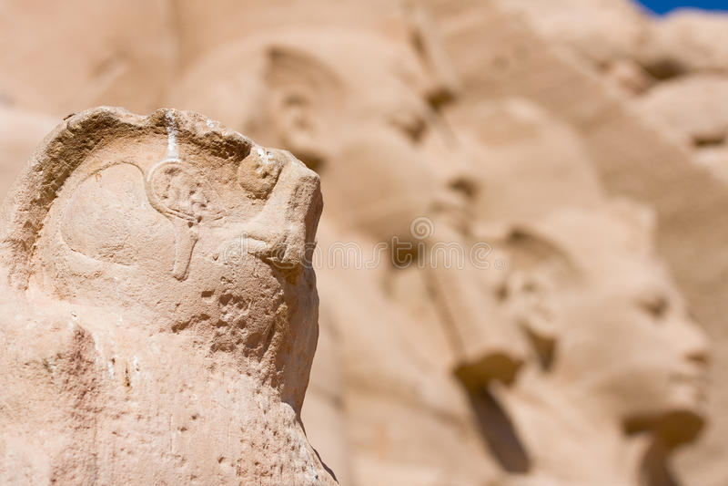 Λεπτομέρεια ενός γλυπτού στην είσοδο ναών Abu Simbel. Αίγυπτος, Αφρική στοκ φωτογραφίες