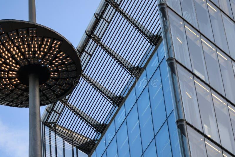Λεπτομέρεια ενός κτιρίου γραφείων στοκ φωτογραφία με δικαίωμα ελεύθερης χρήσης