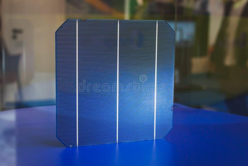 Λεπτομέρεια ενός κυττάρου για τα ηλιακά πλαίσια σε Solarexpo 2014 στο Μιλάνο, Ιταλία στοκ φωτογραφία με δικαίωμα ελεύθερης χρήσης