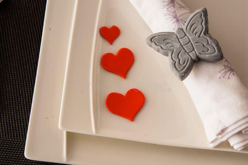 Λεπτομέρεια ενός πιάτου με τις καρδιές για την ημέρα βαλεντίνων ` s Αγίου στοκ φωτογραφία με δικαίωμα ελεύθερης χρήσης