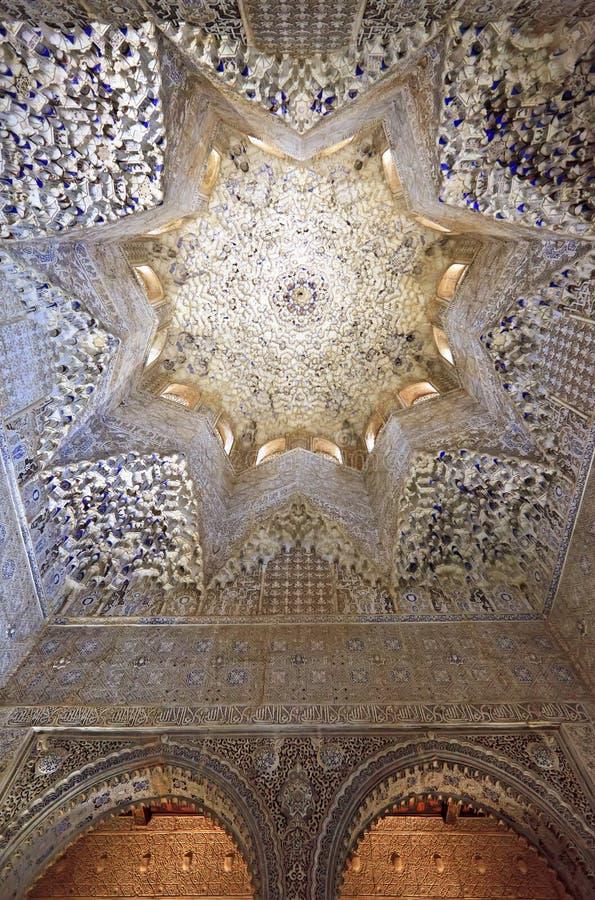 Λεπτομέρεια κυψελωτών ανώτατων ορίων στην αίθουσα του Abencerrages, παλάτι Nasrid, Alhambra στοκ φωτογραφίες
