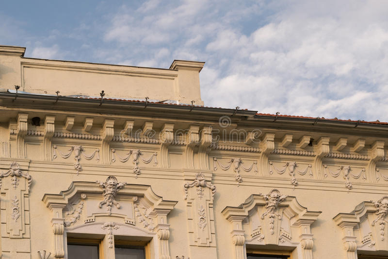 Λεπτομέρεια - κλασικό αρχιτεκτονικό κτήριο ύφους σε Brasov, Ρουμανία, Τρανσυλβανία, Ευρώπη στοκ εικόνες με δικαίωμα ελεύθερης χρήσης
