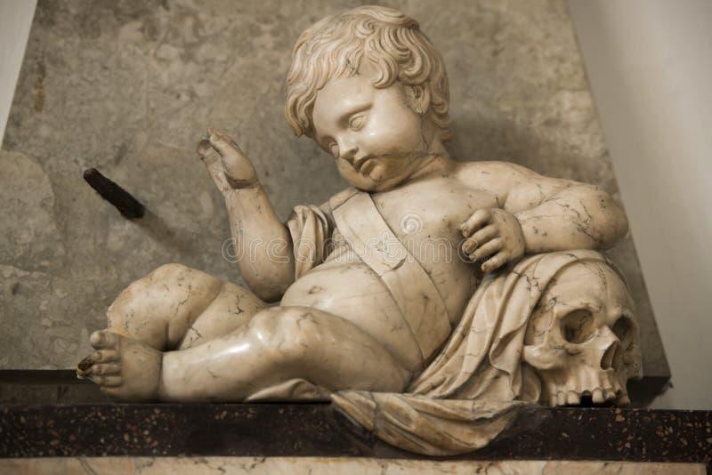 Λεπτομέρεια με το κρανίο στην εκκλησία στοκ εικόνα