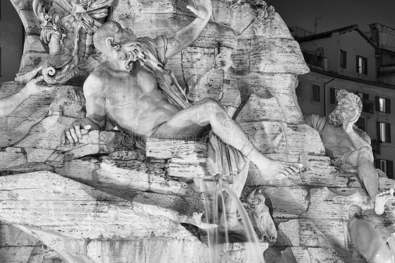 Λεπτομέρεια νύχτας της πηγής τεσσάρων ποταμών στη Ρώμη, Ιταλία στοκ φωτογραφίες με δικαίωμα ελεύθερης χρήσης