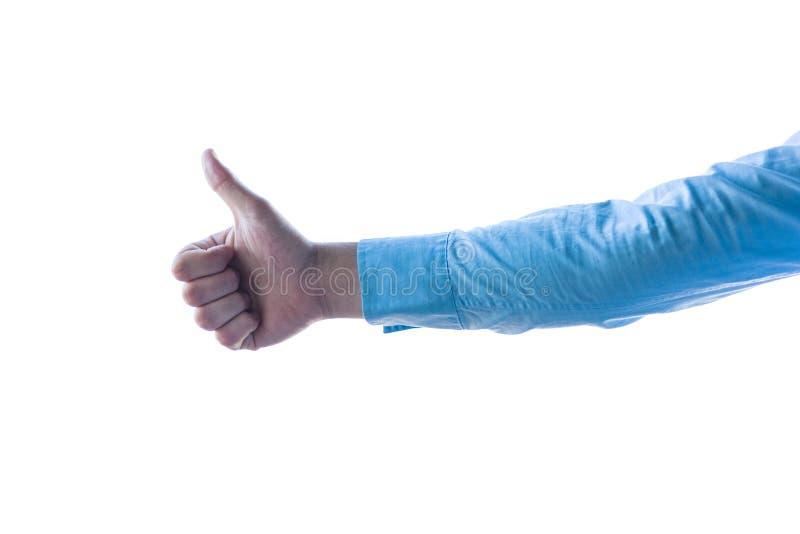 Λεπτομέρεια που πυροβολείται ενός businessman& x27 χέρι του s που παρουσιάζει στην επιτυχία με τους αντίχειρες επάνω στο υψηλό κλ στοκ εικόνα