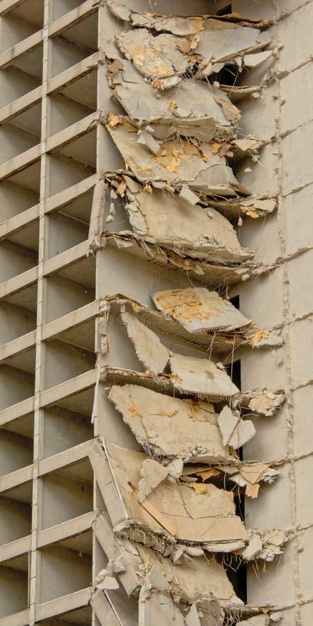 Λεπτομέρεια της κατεδάφισης ενός παλαιού γδυμένου πύργου διαμερισμάτων στο neihgborhood rabot, Γάνδη στοκ εικόνες