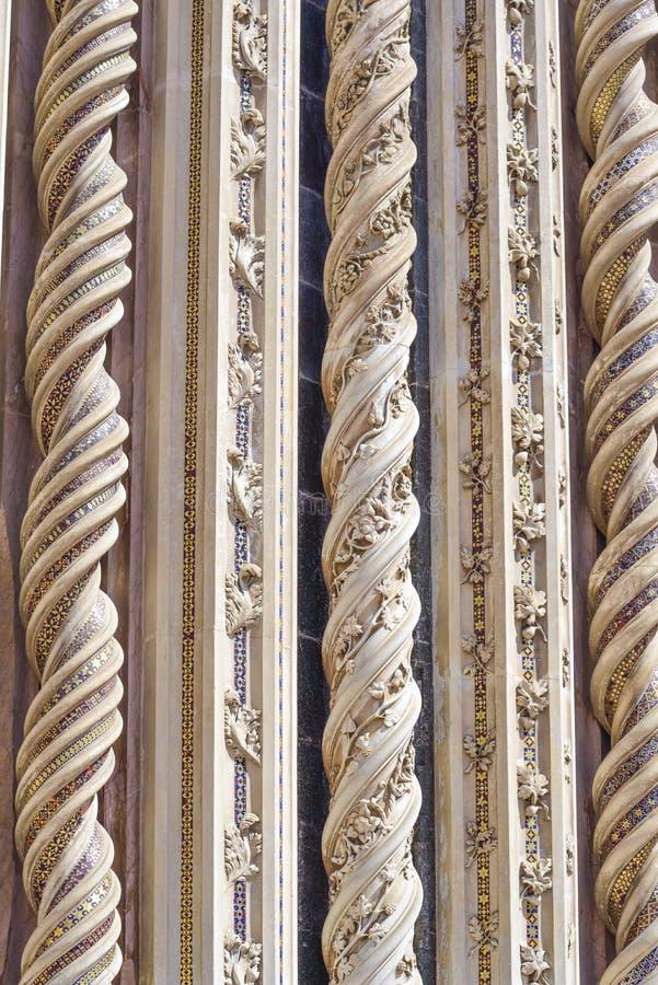 Λεπτομέρεια της πρόσοψης του καθεδρικού ναού Orvieto, Ιταλία σπείρα στοκ εικόνες