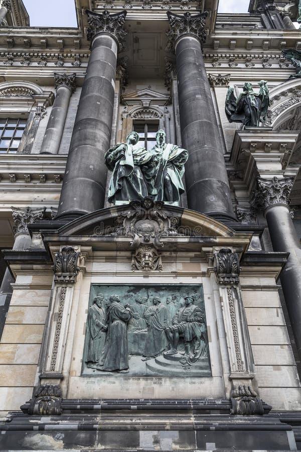 Λεπτομέρεια της πρόσοψης του καθεδρικού ναού στο Βερολίνο στοκ εικόνες