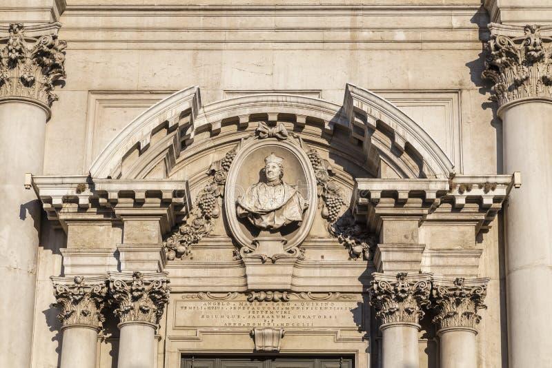 Λεπτομέρεια της πρόσοψης του νέου καθεδρικού ναού του Brescia στοκ εικόνα με δικαίωμα ελεύθερης χρήσης