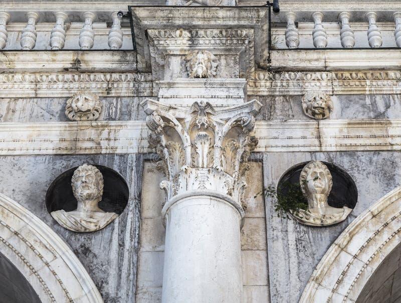Λεπτομέρεια της πρόσοψης Palazzo Loggia στοκ εικόνα με δικαίωμα ελεύθερης χρήσης