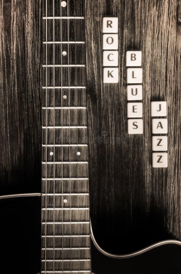 Λεπτομέρεια της τζαζ μπλε κιθάρων και βράχου σημαδιών στο εκλεκτής ποιότητας ύφος στοκ φωτογραφίες