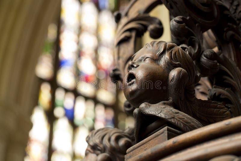 Λεπτομέρεια της χαρασμένης κάλυψης πηγών βαπτίσματος στο νότιο διάδρομο της εκκλησίας κοινοτήτων μοναστηριακών ναών της Beverley, στοκ εικόνα
