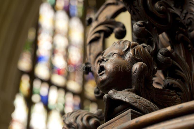 Λεπτομέρεια της χαρασμένης κάλυψης πηγών βαπτίσματος στο νότιο διάδρομο της εκκλησίας κοινοτήτων μοναστηριακών ναών της Beverley, στοκ εικόνες