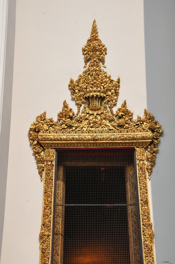 Λεπτομέρεια της όμορφης πόρτας σε Wat Pho, Μπανγκόκ, Ταϊλάνδη στοκ φωτογραφία με δικαίωμα ελεύθερης χρήσης