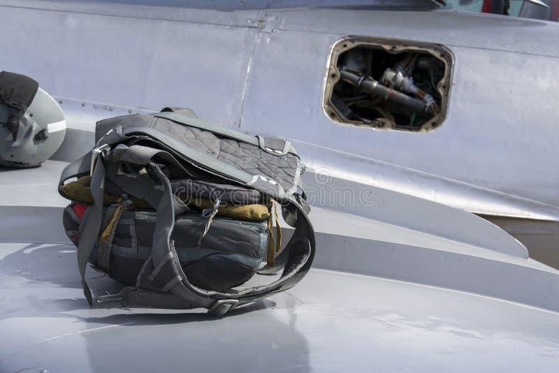 Download Λεπτομέρεια του αλεξίπτωτου στο φτερό των αεριωθούμενων μαχητικών αεροσκαφών Mikoyan-Gurevich MiG-15 Στοκ Εικόνες - εικόνα από αεροπλάνο, διάσημος: 62703168