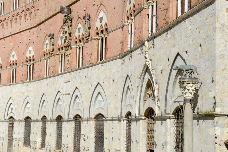 Λεπτομέρεια του Δημαρχείου στη Σιένα στοκ φωτογραφία