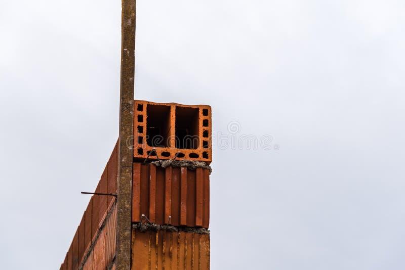 Λεπτομέρεια του κεραμικού τοίχου φραγμών κάτω από την κατασκευή στοκ εικόνες με δικαίωμα ελεύθερης χρήσης