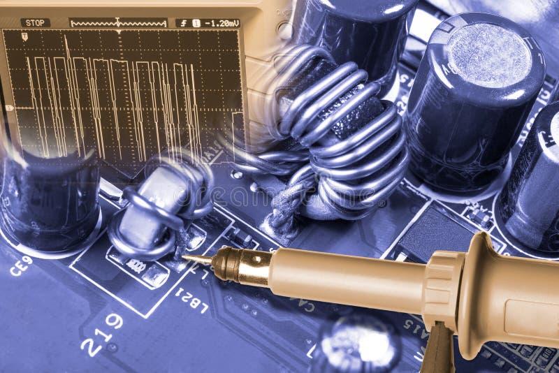 Λεπτομέρεια του υλικού υπολογιστών Επισκευή του mainboard στοκ φωτογραφία