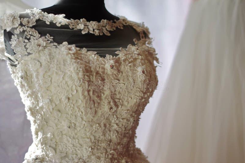 Λεπτομέρεια 2 φορεμάτων γαμήλιων δαντελλών νυφών στοκ φωτογραφία με δικαίωμα ελεύθερης χρήσης