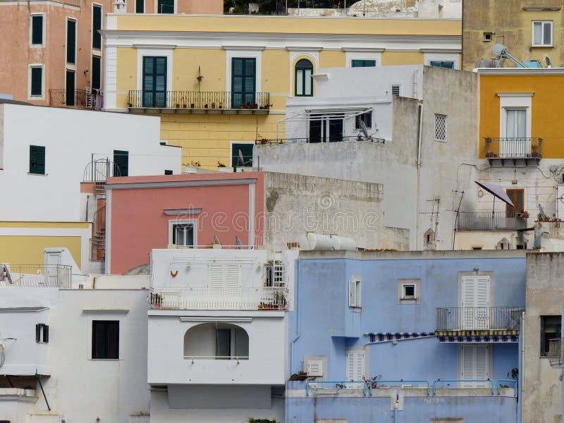 Λεπτομέρεια χρωματισμένων των χαρακτηριστικό σπιτιών του νησιού Ponza στην Ιταλία στοκ εικόνες με δικαίωμα ελεύθερης χρήσης